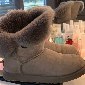 Uggs woman's size 9